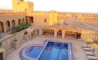 砂漠のホテル